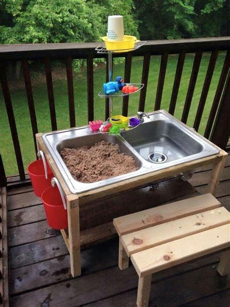 Diy-Outdoor-Sand-Table