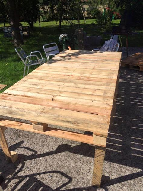 Diy-Outdoor-Table-From-Pallets