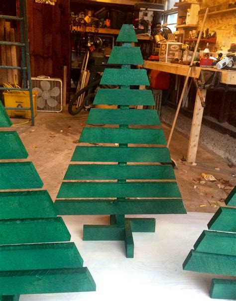 Diy-Outside-Wooden-Christmas-Trees-To-Make
