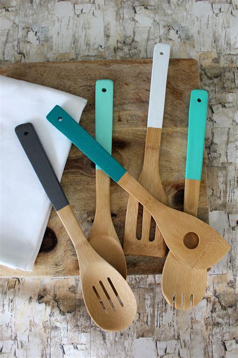 Diy-Painted-Wooden-Kitchen-Utensils