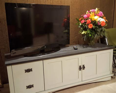 Diy-Painting-Tv-Stand