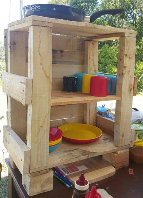 Diy-Pallet-Camp-Box