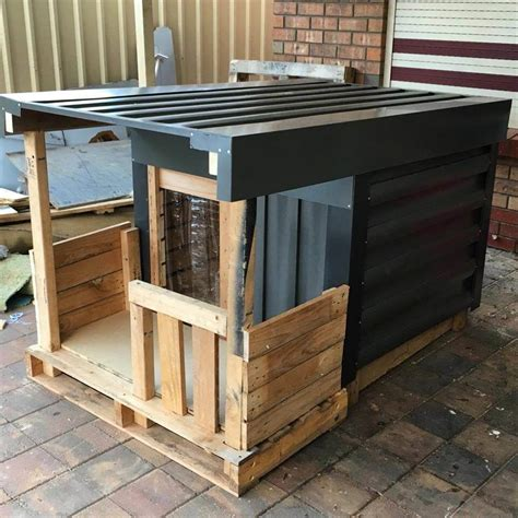 Diy-Pallet-Dog-House-Instructions