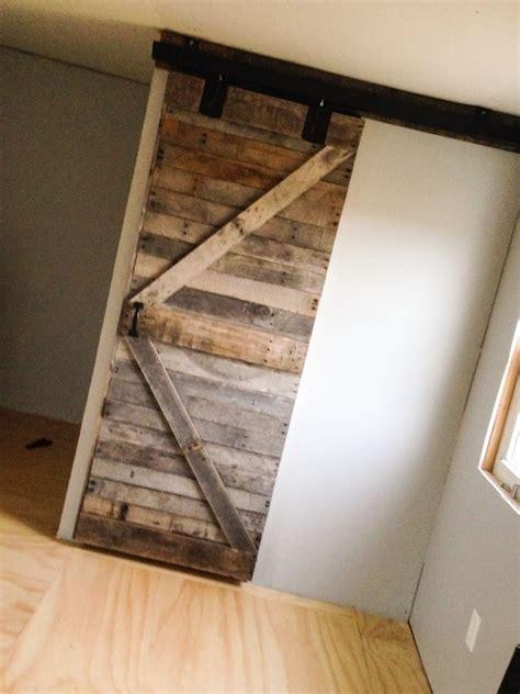 Diy-Pallet-Door