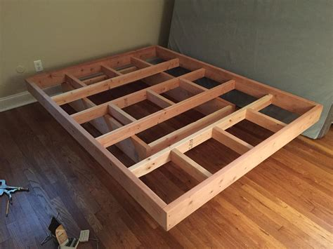 Diy-Pallet-Floating-Bed-Frame