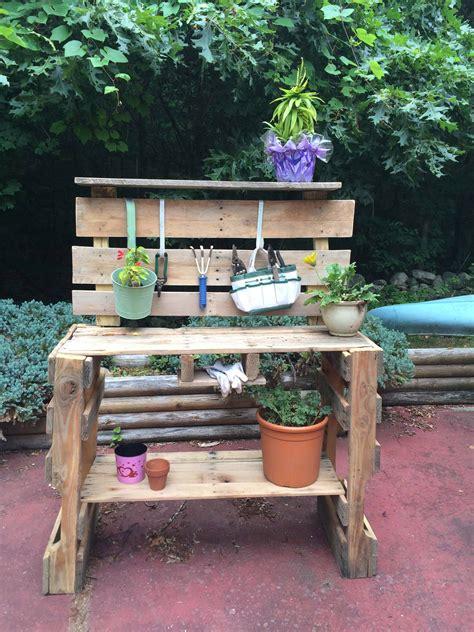Diy-Pallet-Garden-Table