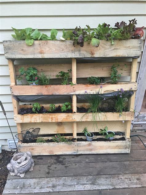 Diy-Pallet-Herb-Box