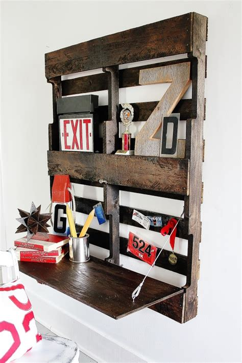 Diy-Pallet-Murphy-Desk