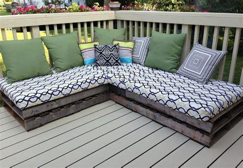 Diy-Pallet-Patio-Furniture-Cushions