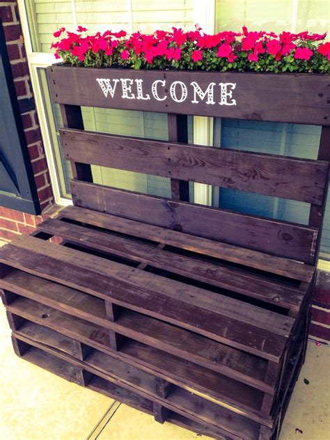Diy-Pallet-Table-And-Bench
