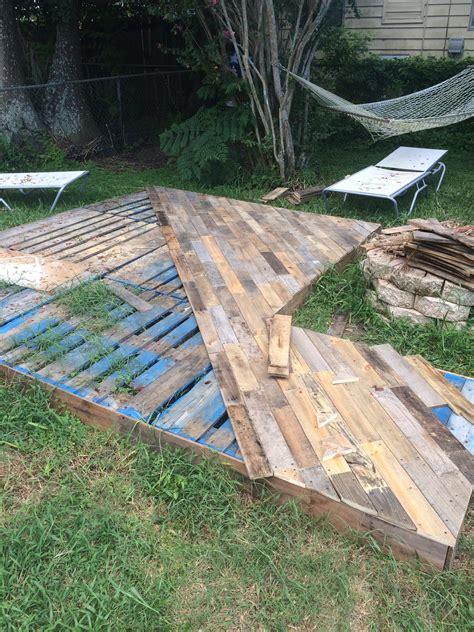 Diy-Patio-Designs-Using-Pallet-Wood