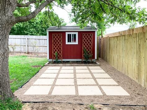Diy-Patio-With-Pavers-And-Pea-Gravel