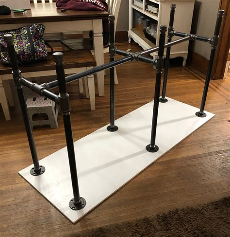 Diy-Pipe-Bar-Height-Table