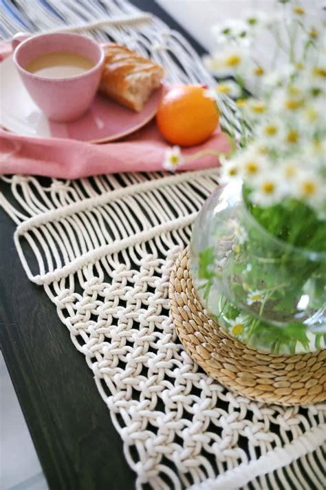 Diy-Plant-Table-Runner
