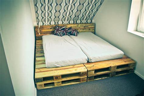 Diy-Platform-Bed-Out-Of-Pallets