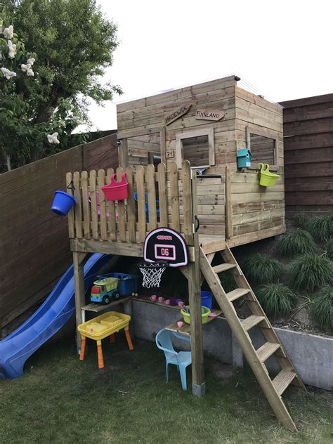 Diy-Playhouse-On-A-Hill