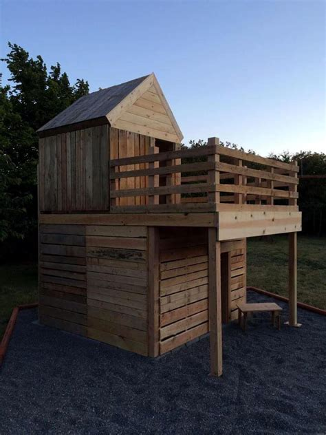 Diy-Playhouse-Out-Of-Pallets