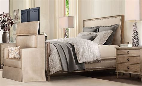 Diy-Pop-Up-Tv-Stand-For-Foot-Of-Bed