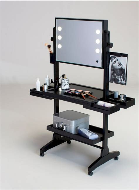 Diy-Portable-Makeup-Station