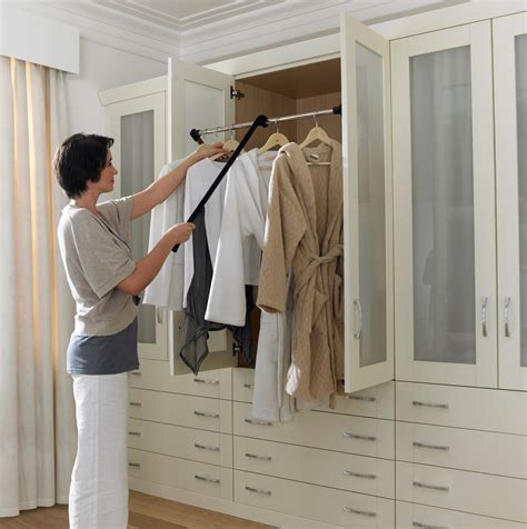 Diy-Pull-Down-Closet-Rod