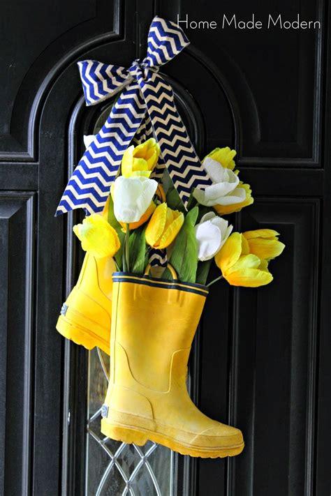 Diy-Rain-Boot-Door-Wreath