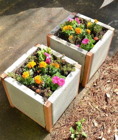 Diy-Raised-Planter-Box-With-Concrete-Pavers-Plans