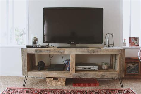 Diy-Reclaimed-Wood-Media-Console