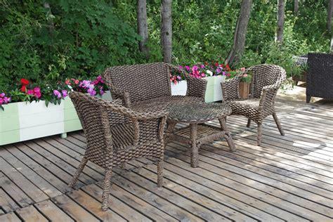 Diy-Refurbish-Wicker-Patio-Furniture