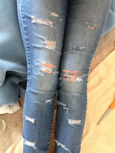 Diy-Ripped-Jeans-Instructions