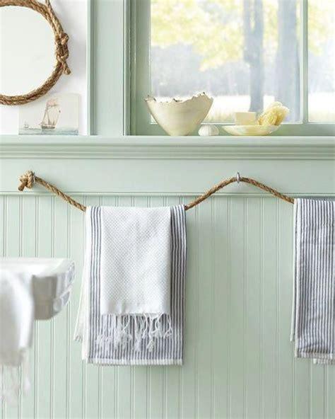Diy-Rolled-Towel-Rack-Straps