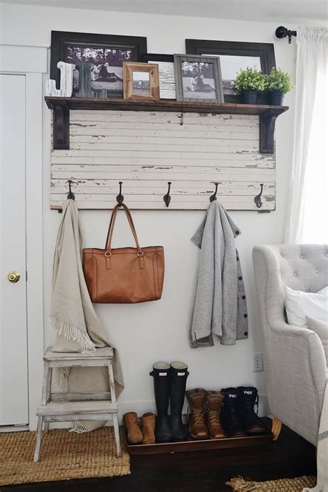 Diy-Rustic-Entryway-Coat-Rack