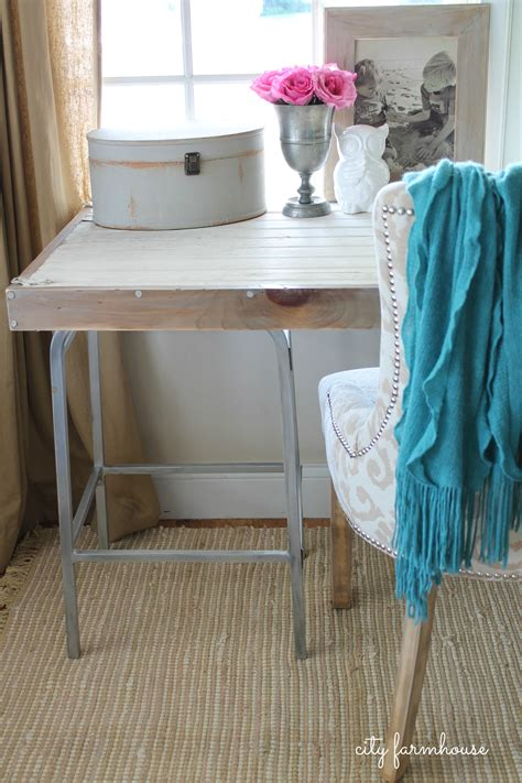 Diy-Rustic-Industrial-Desk