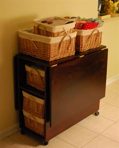 Diy-Sewing-Table-For-Small-Spaces