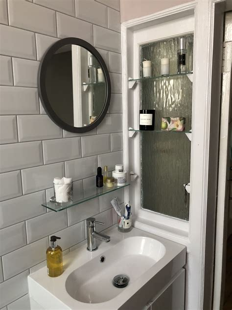 Diy-Shelves-Over-Or-On-Mirror