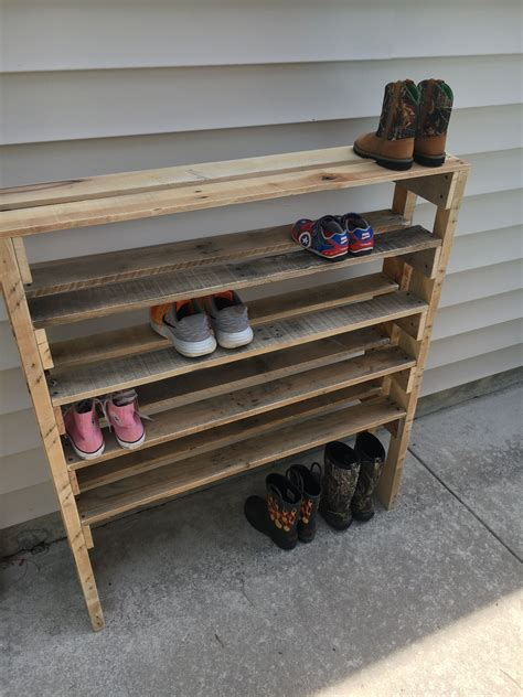 Diy-Shoe-Rack-Made-Out-Of-Pallets