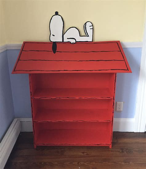 Diy-Snoopy-Bookcase