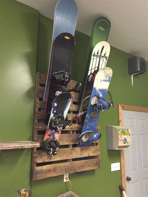 Diy-Snowboard-Rack-Wall