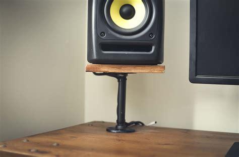 Diy-Speaker-Stands-Desk