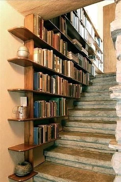 Diy-Staircase-Bookshelf
