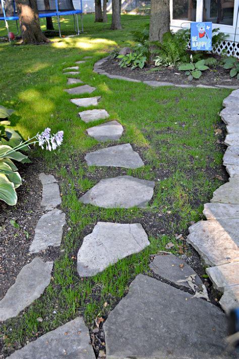 Diy-Stepping-Stone-Walkway