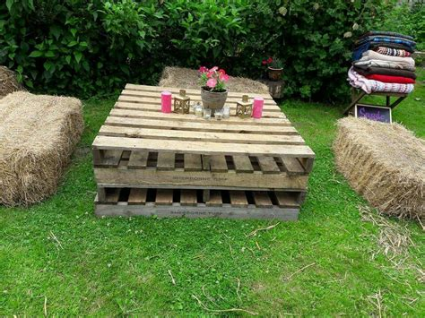 Diy-Table-From-Hay