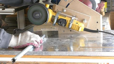 Diy-Table-Saw-From-Angle-Grinder