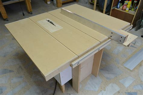 Diy-Table-Top-For-Saw