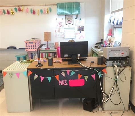 Diy-Teacher-Desk-Decor
