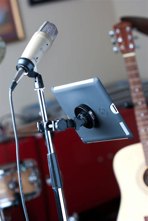 Diy-Tether-Table-From-Music-Stand