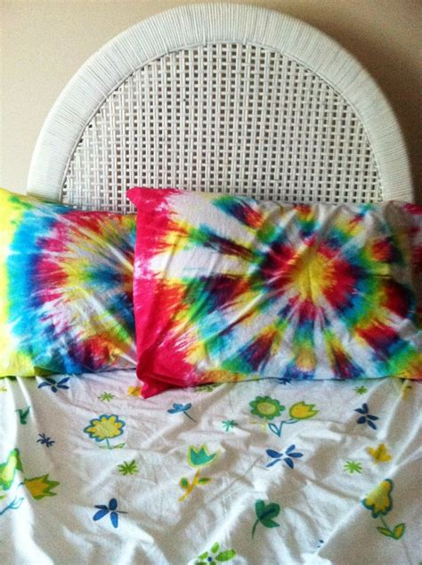 Diy-Tie-Dye-Pillow-Cases