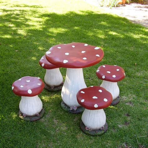 Diy-Toadstool-Table-And-Chairs