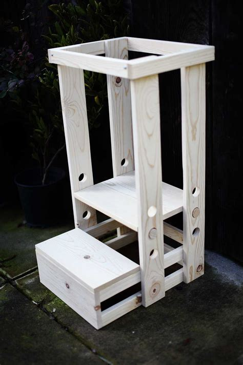 Diy-Toddler-Step-Stool-With-Rails-Plans