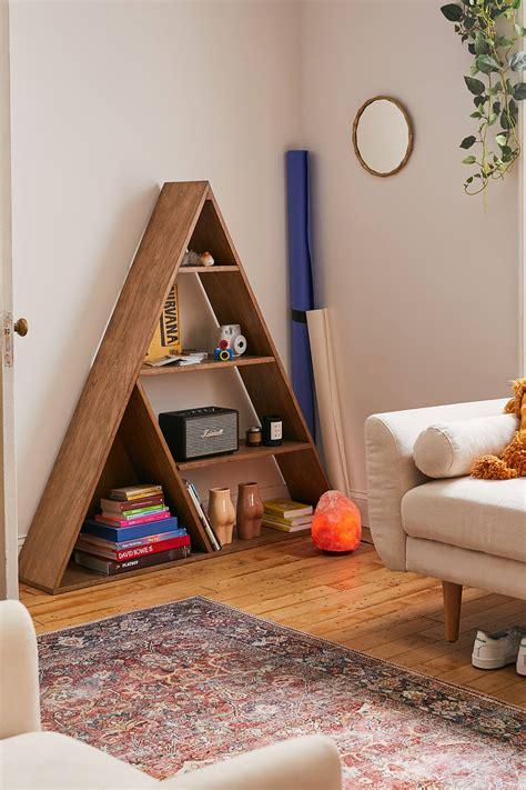 Diy-Triangle-Bookcase