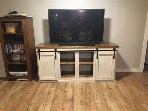 Diy-Tv-Stand-Barn-Doors